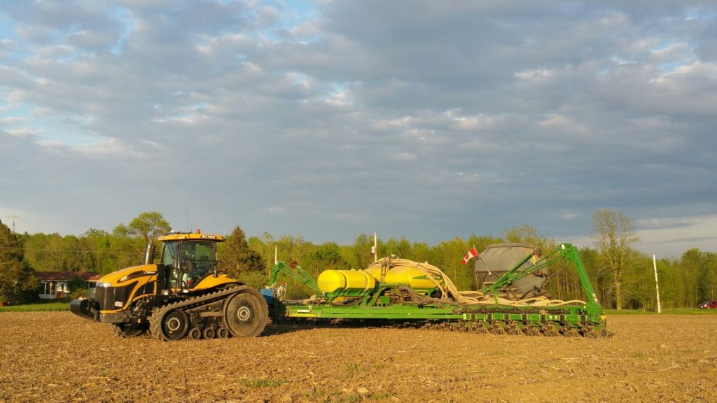 Fertilizer is banded using a dry fertilizer unit during corn planting in Eastern Ontario, 2017 (Photo: W. Schneckenburger)